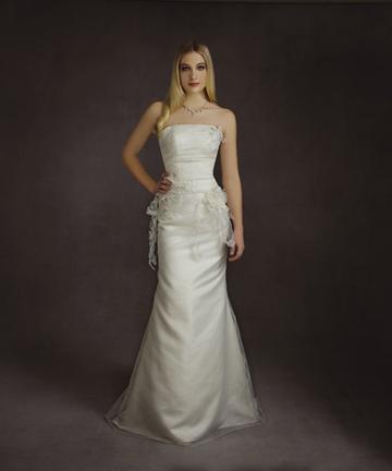 Collection 2009 cosmobella robe de mariage et de mari e for Robe de mariage tronc spectacle